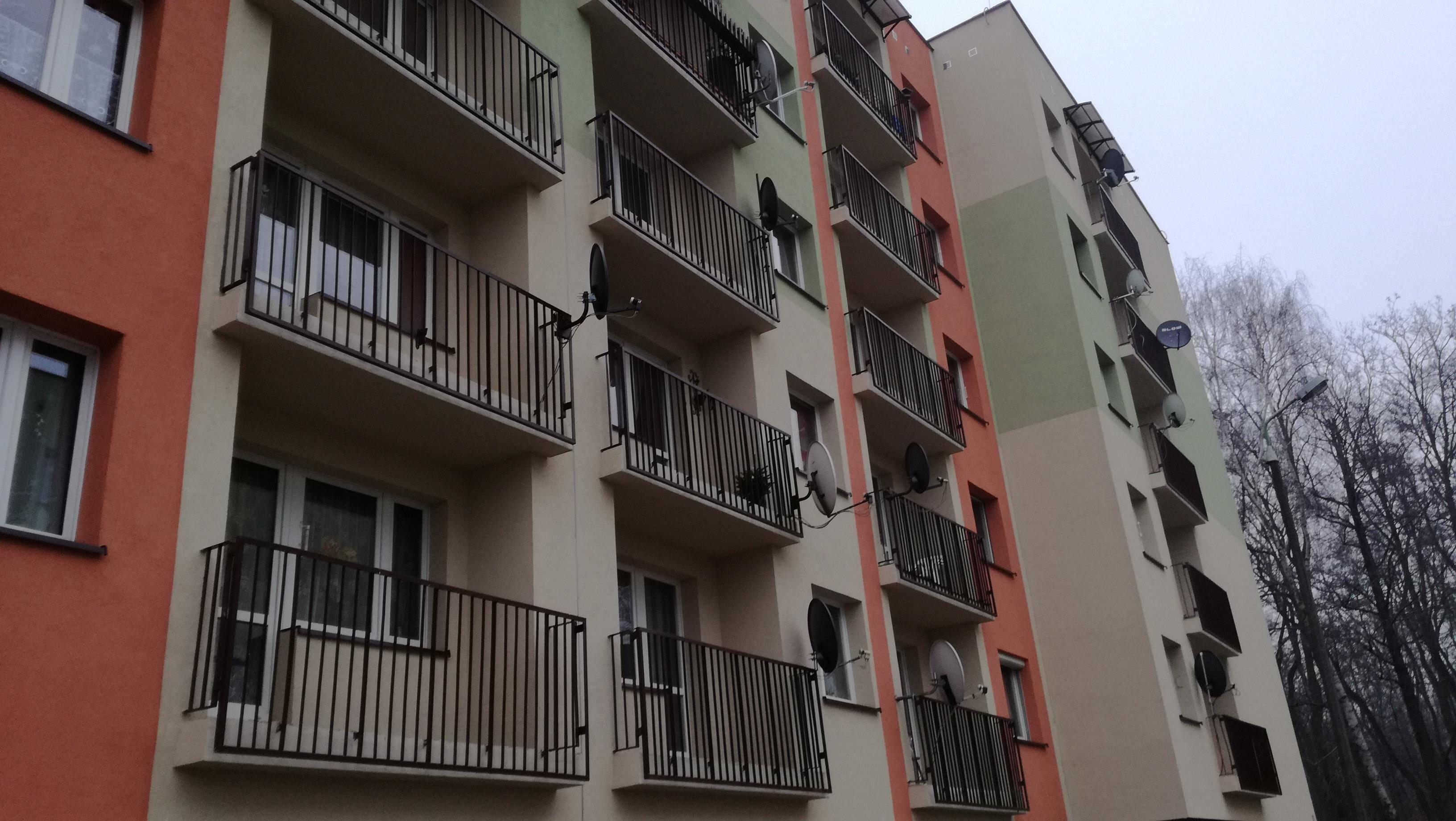 docieplenie_elewacji_budynku_2011_swietochlowice___